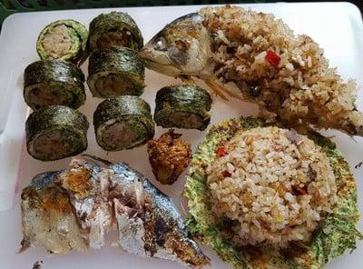 ข้าวผัดน้ำพริกปลาทู ซูชิข้าวผัดปลาทูห่อสาหร่ายไข่เจียวชะอม