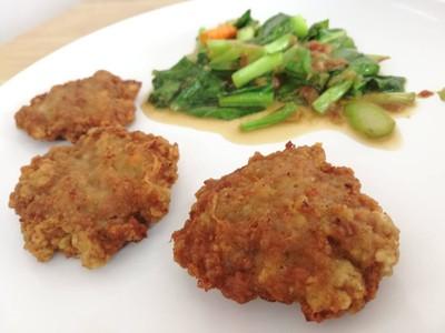 ข้าวกะเพราหมูสับพิเศษ+ไข่ดาว+หมูทอด 2 ชิ้น##1