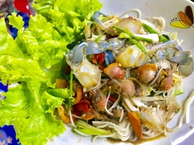 ตำขนมจีนทะเล(ปูม้า,หอยแครง)