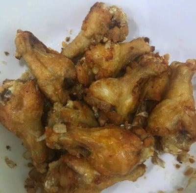น่องไก่เล็กทอดกระเทียมพริกไทย