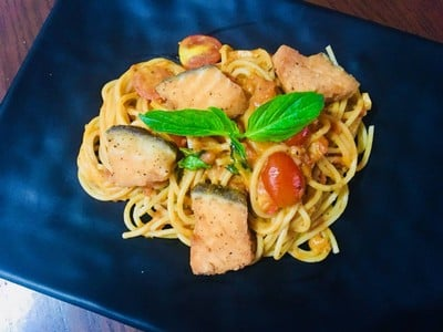 สปาเกตตี้แซลมอน • สปาเกตตี้ที่ทานคู่กันกับแซลมอลนอร์เวย์ คุ้มจริงๆ ที่ ร้านอาหาร Feel Good Cuisine  สวนผัก32