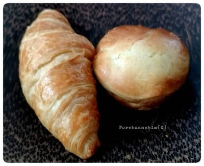 croissant กับ canadian manitoba bread และ olive oil เกลือ และ truffle butter