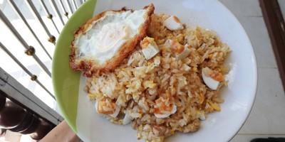 ข้าวผัดหมูสับไข่เค็ม