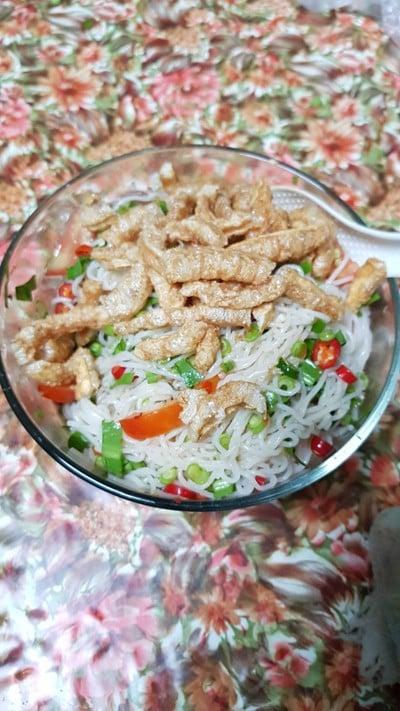 ยำขนมจีนหมูยอ(ไม่ใส่ปลาร้า)