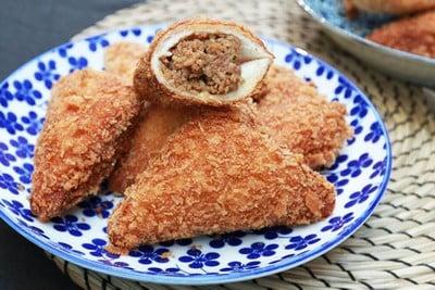 โดนัทขนมปังทอดไส้ไก่