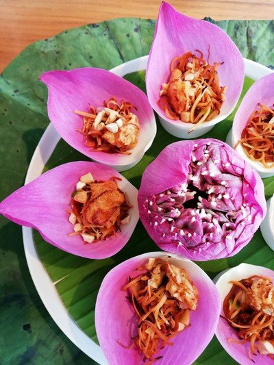 Savory Lotus Petal Wrap ราคา 220 บาท