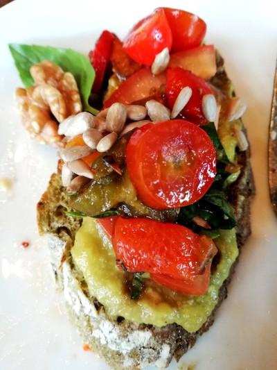 Avocado Bruschetta ราคา 190 บาท