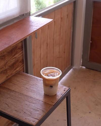 L R A W Coffee cafe & Roastery