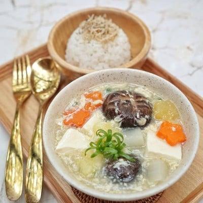 ซุปเต้าหู้ญี่ปุ่นใส่ไข่