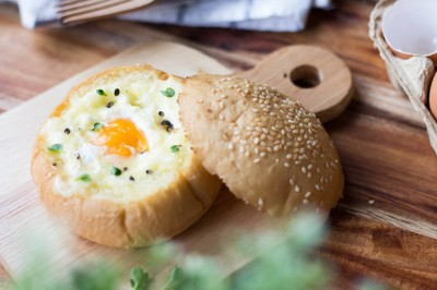 ขนมปังไข่ชีสยืด