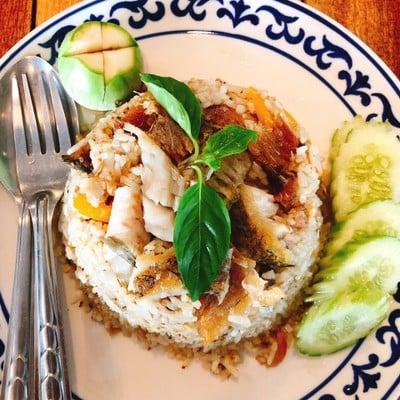 ข้าวผัดน้ำพริกปลาสลิด