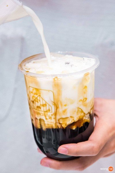 Brown Cafe ブラウン (บราว คาเฟ่) นิมมานเหมินท์ ซอย 9