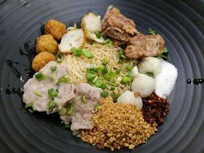 Wawa Noodle (วาวา นู้ดเดิ้ล ก๋วยเตี๋ยวหมูเด้ง) ถนนคอนแวนต์