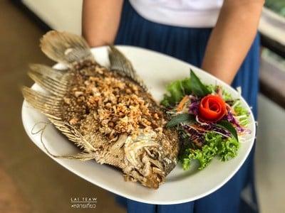 ครัวกุ้ยหลิน (Gui Lin Restaurant) เขื่อนรัชชประภา (เชี่ยวหลาน)