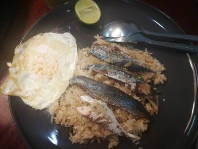 ข้าวผัดปลาทูพริกสด ไข่ดาว