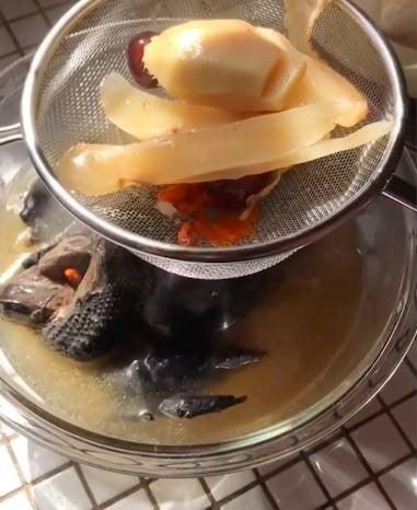 วิธีทำ ซุปไก่ดำตุ๋นยาจีน