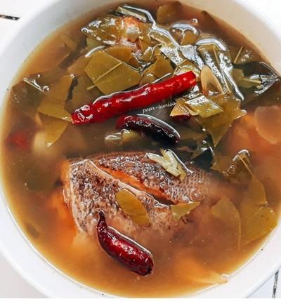 ต้มโคล้งใบมะดันกับปลาสลิดแดดเดียว