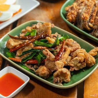 พริ้วลมชมน้ำ (Phrio Lom Chom Nam Restaurant)