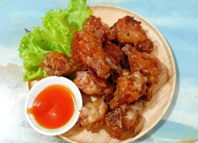 ไก่กระเทียมพริกไทยดำทอดกรอบ