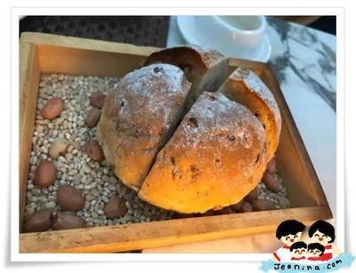 ขนมปัง