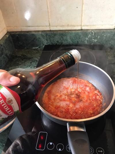 วิธีทำ ข้าวหน้าเนื้อไวน์แดงซอสมะเขือเทศ