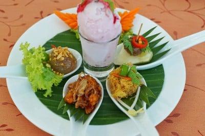 ร้านอาหารบ้านหมอมี (BaanMohmee Cuisine)