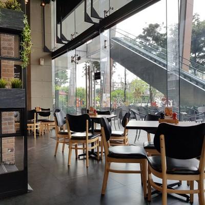 บรรยากาศ ที่ ร้านอาหาร The Coffee Club Riverside Plaza