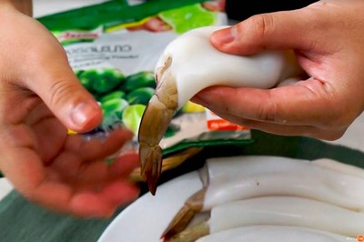 วิธีทำ หมึกกุ้งนึ่งมะนาว