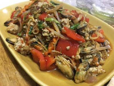 หอยแมลงภู่ผัดสมุนไพร