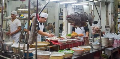 """[รีวิว] """"ข้าวต้มปลากิมโป้"""" ซุปปลากลมกล่อม ตำนานตรอกจันทน์สูตร 70 ปี!"""