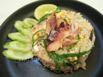ข้าวผัดปลาทูชะอม