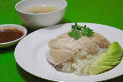 ข้าวมันหอม (Khao Mun Hom) ถนนโชคชัย 4  ปากซอย 50 ติดโรงรับจำนำ