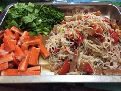 ตำขนมจีนหมึกกรอบน้ำปลาร้า
