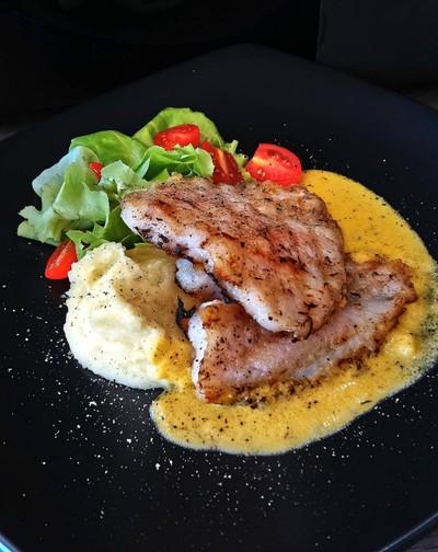 สเต็กปลาแพนกาเซียส ซอสเนยมะนาว