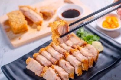 หมูกรอบ (Crispy Pork)  ราคา 139 บาท