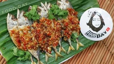 #ปลาทูสดราดพริกสามรส