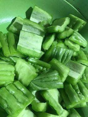 วิธีทำ ต้มมะระกระดูกหมูเห็ดหอม