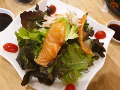 สลัดแซลมอนสด (Salmon Salad)