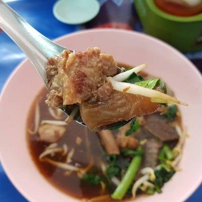 เกาเหลาเนื้อเปื่อยเฮียโหงว (KAO LAO NUEA PUEAI HIA NGO RESTAURANT)