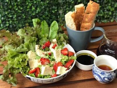 Strawberry Brie Salad
