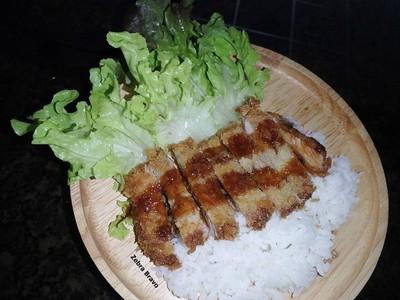 Tonkatsu with Rice (ข้าวหน้าหมูชุบเกล็ดขนมปังทอด)