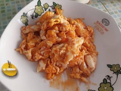 ไข่ขยี้ผัดซอสมะเขือเทศ