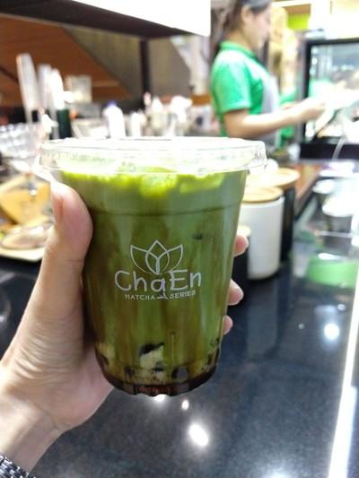 Matcha kuromitsu latte