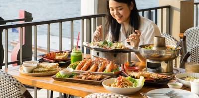 """[รีวิว] """"เสวย"""" ร้านอาหารไทยริมแม่น้ำเจ้าพระยา ชิมกุ้งแม่น้ำเผาเตาถ่าน!"""