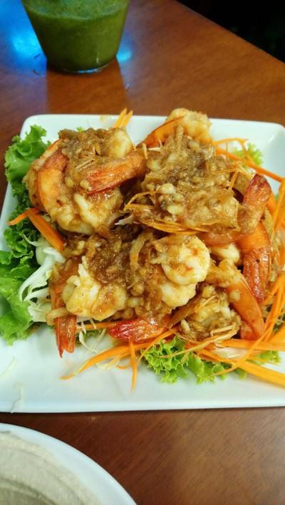 ร้านนี้ก็มีอาหารไทย กุ้งกระเทียม (เข้มข้นมาก ใช้กระเทียมไทยเล็กๆ กลิ่นฉุนดี) ที่ ร้านอาหาร Shoshana Restaurant