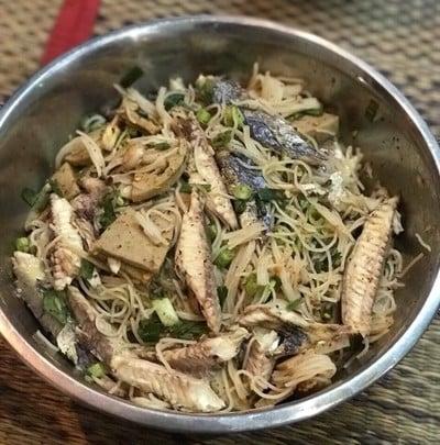 ยำขนมจีนปลาทูหมูยอ