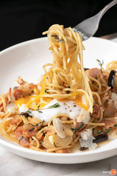 Speghetti Bacon & Garlic With Poached Egg