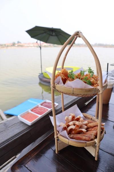 At Lake Cafe