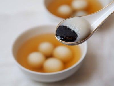 หวัง หวัง บัวลอยน้ำขิง (มาร์เก็ตเพลส นางลิ้นจี่) - Wang Wang Black Sesame Glutinous Rice Balls