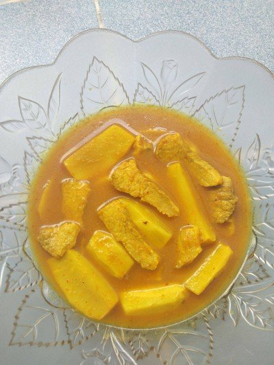 แกงส้มหมูทอดหัวมันขี้หนู